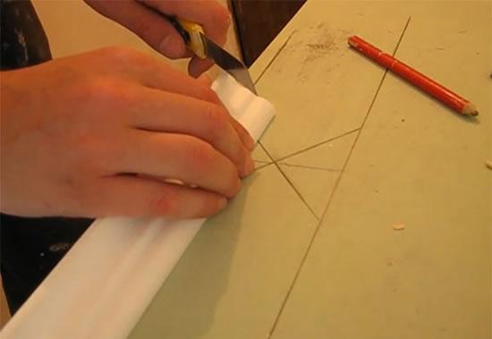 Угол потолочного плинтуса своими руками 680