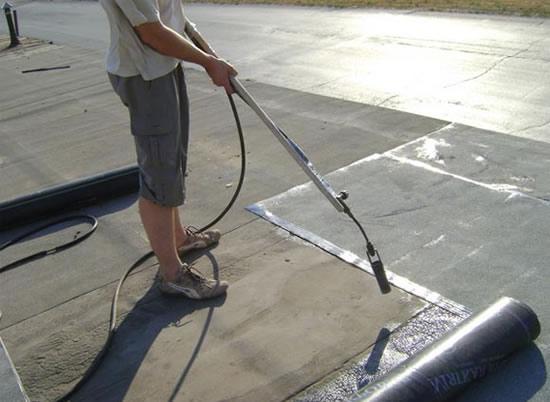 Покрыть крышу гаража рубероидом своими руками